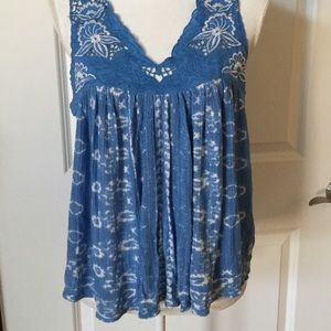 LUCKY BRAND TOP BLUE EMBROIDERED CUT OUT MEDIUM